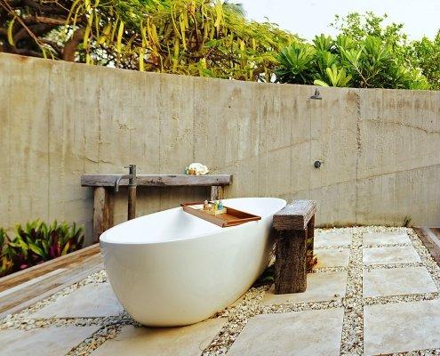 Vomo Beachfront Retreat Outdoor Bath